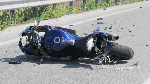 incidente,moto,comune,liquami,strada,custode